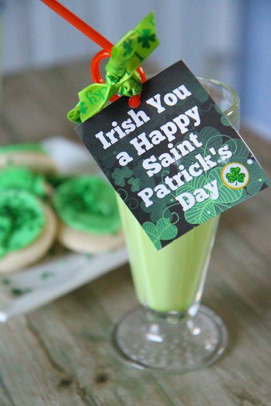 St. Patrick's Day Straw Tags (Free Printable)