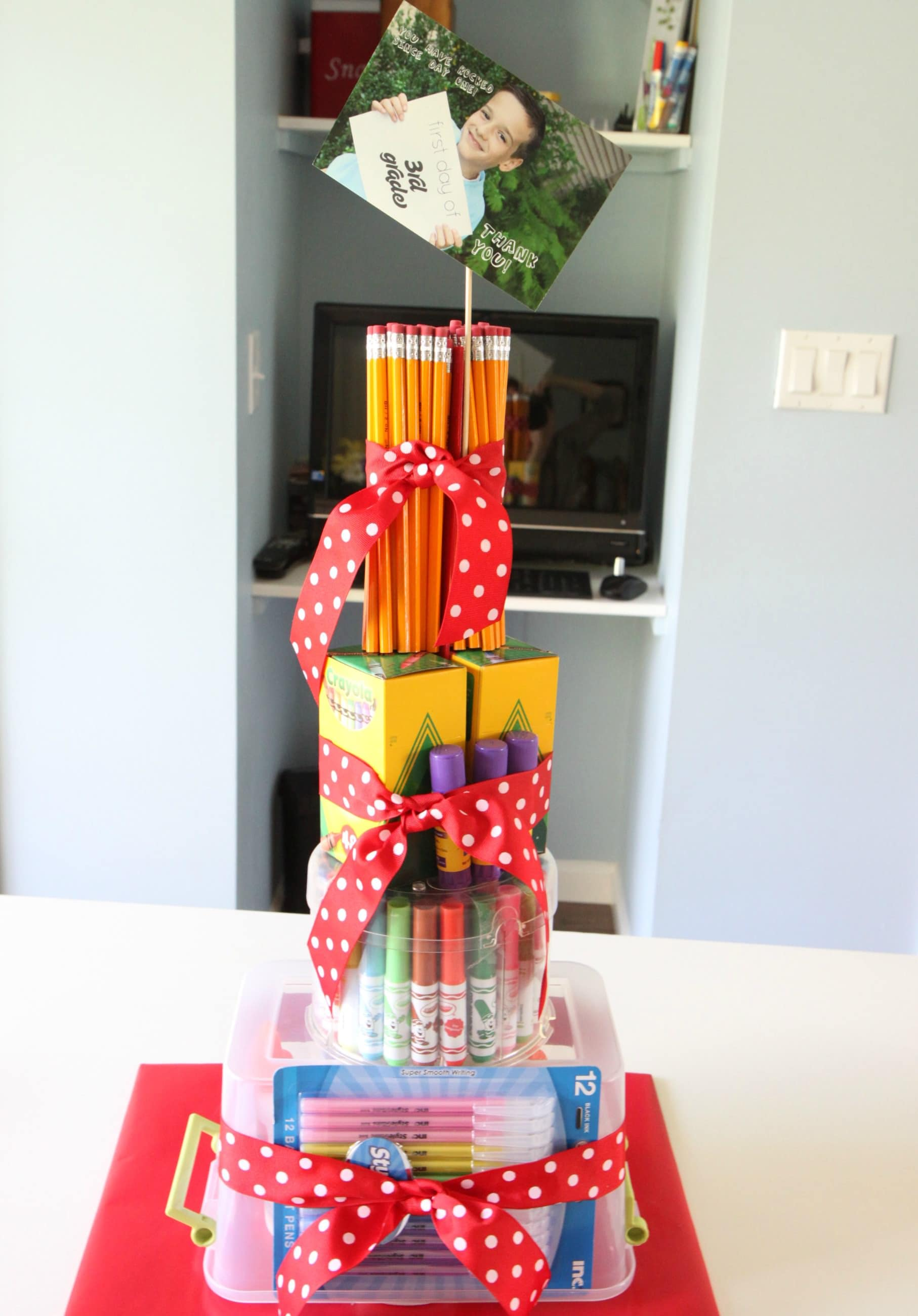 Teacher_School_Supplies_Cake_15