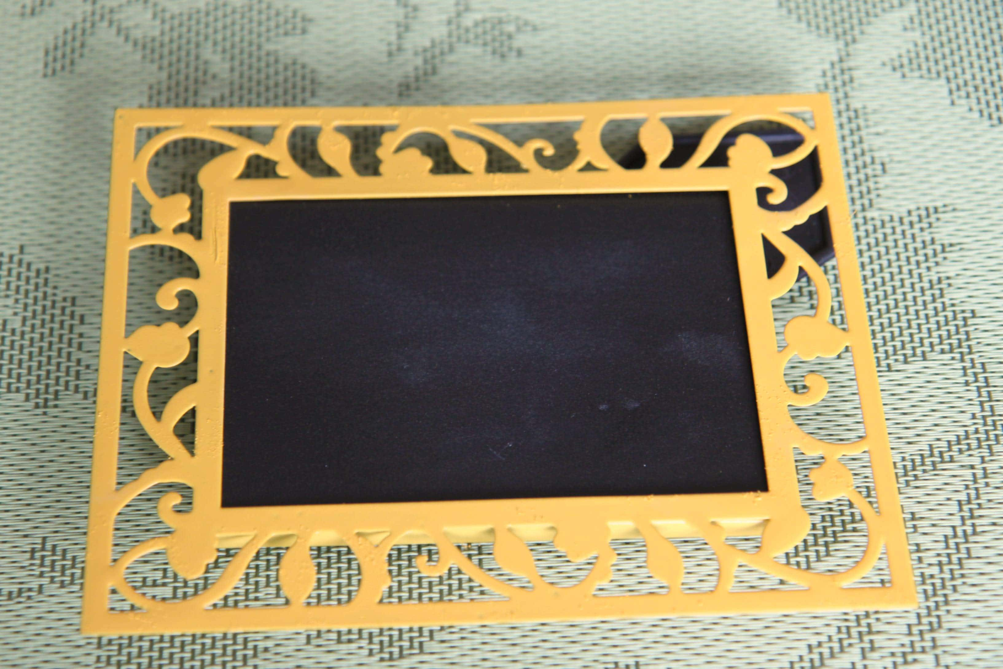 now it is time to prep your mini chalkboards - Diy Chalkboard Frame