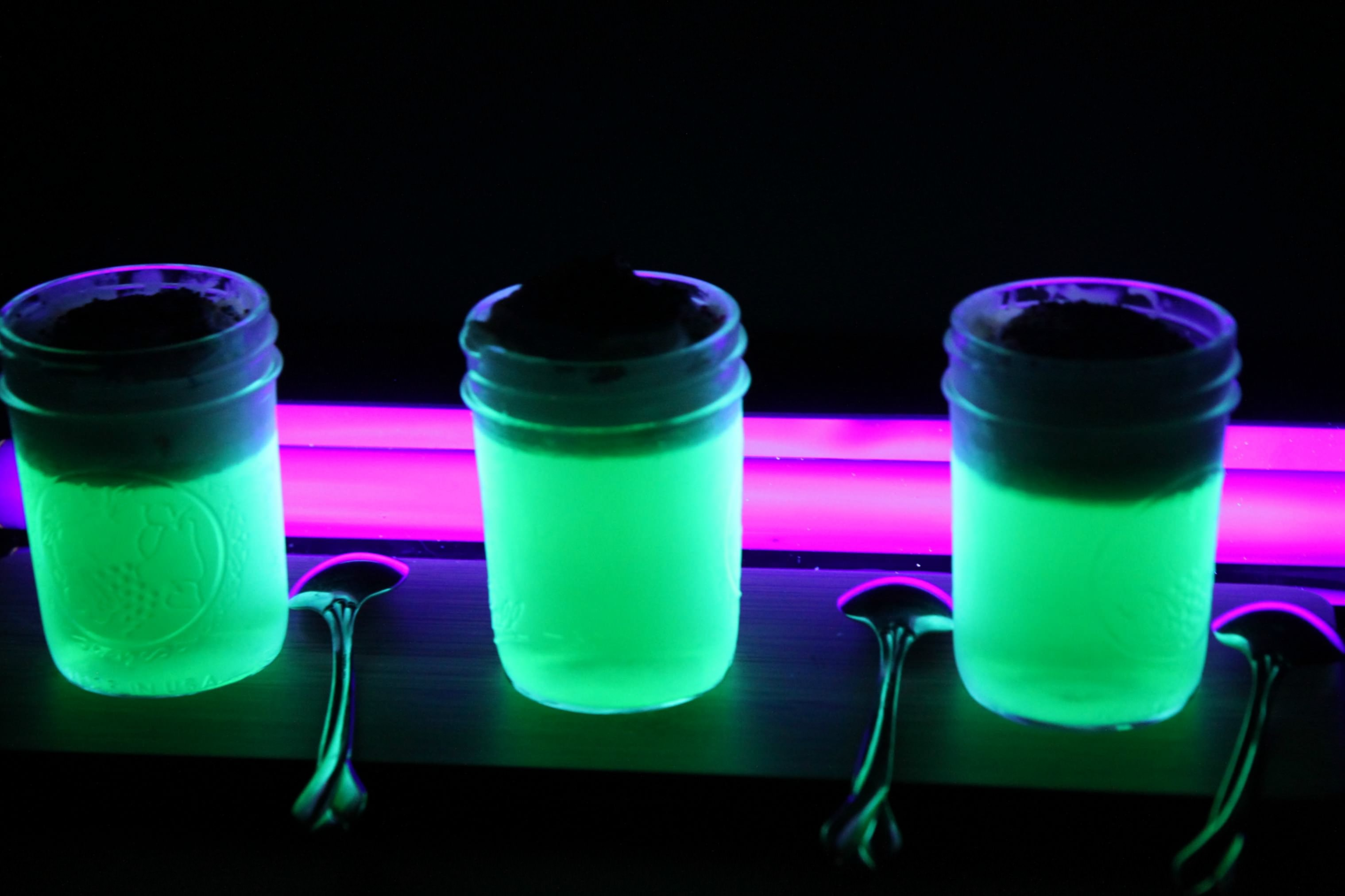 How to Make Glow in the Dark JELL-O - MomAdvice