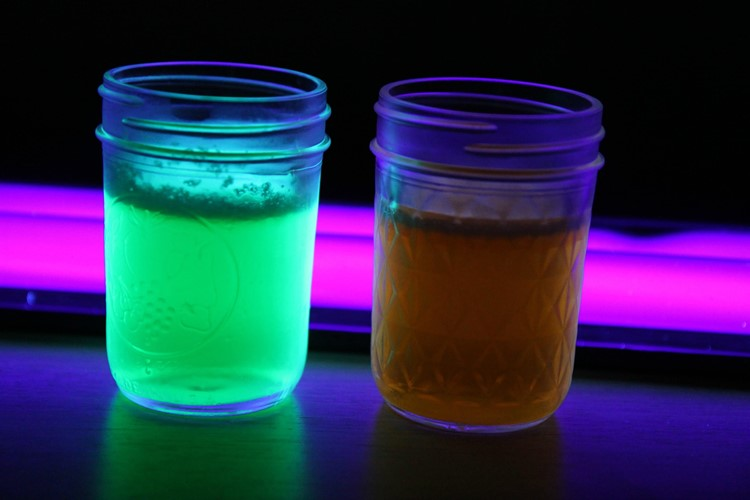 Glow in the Dark Jello from MomAdvice.com