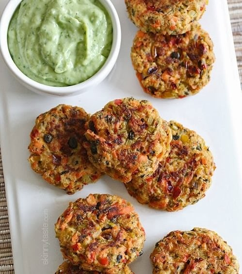 Baked-Salmon-Cakes-with-Avocado-Dip
