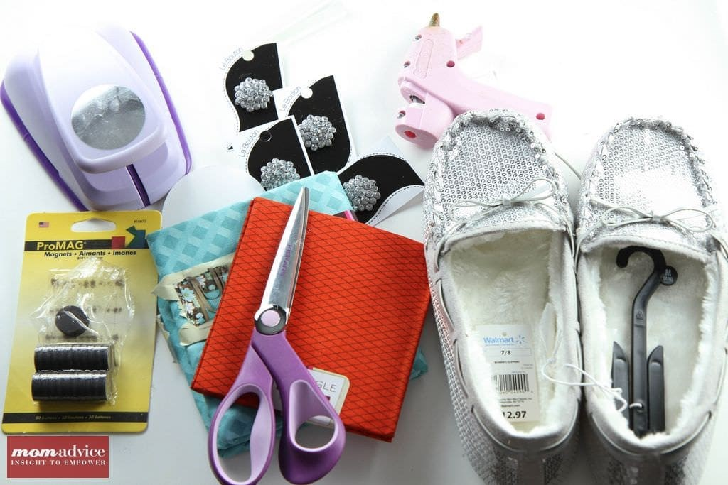 DIY Slippers With Interchangeable Fabric Flowers