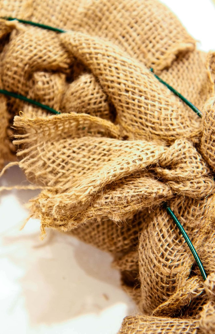 The Easiest Burlap Wreath You Could Ever Make Video Momadvice