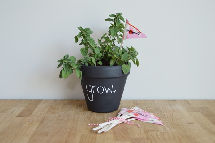 DIY Chalkboard pot and DIY herb garden markers