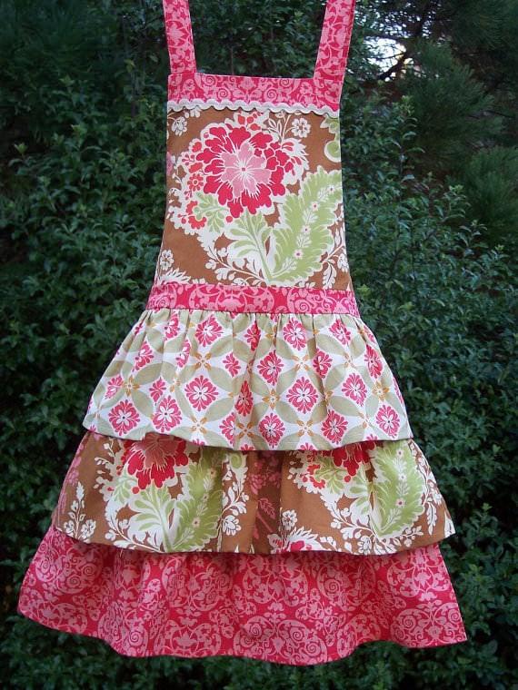 flouncy apron pattern via Etsy