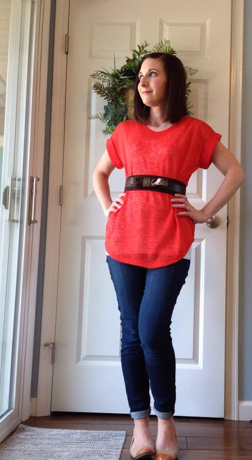 belted coral t-shirt + rolled jeans + nude flats