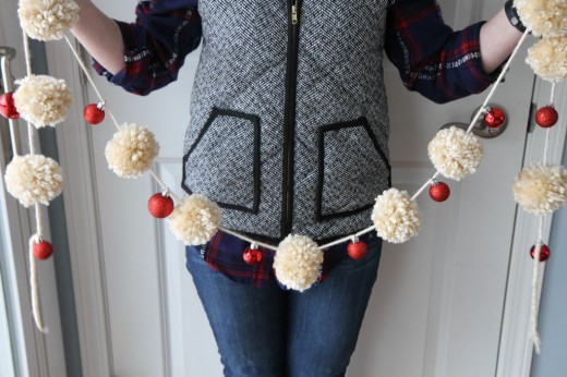 Yarn Pom-Pom & Ornament Garland