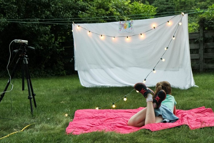 Diy Outdoor Movie Night From Momadvice