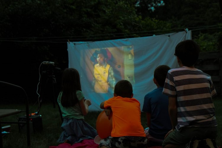 DIY Outdoor Movie Night from MomAdvice.com