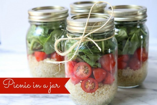 Picnic in a Jar: Easy Quinoa Salad With Spinach and Tomatoes