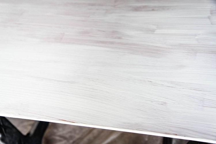 How to Paint a Kitchen Table Primed