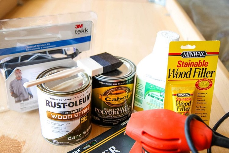 How to Paint a Kitchen Table Supplies