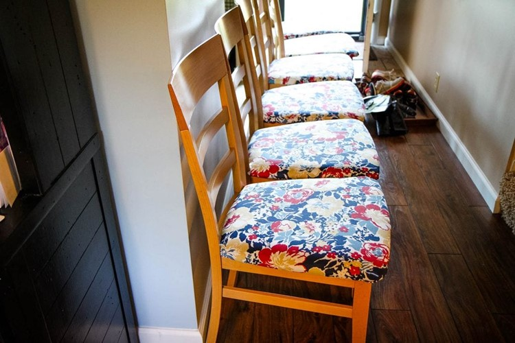 How to Paint a Kitchen Table Matching Chairs