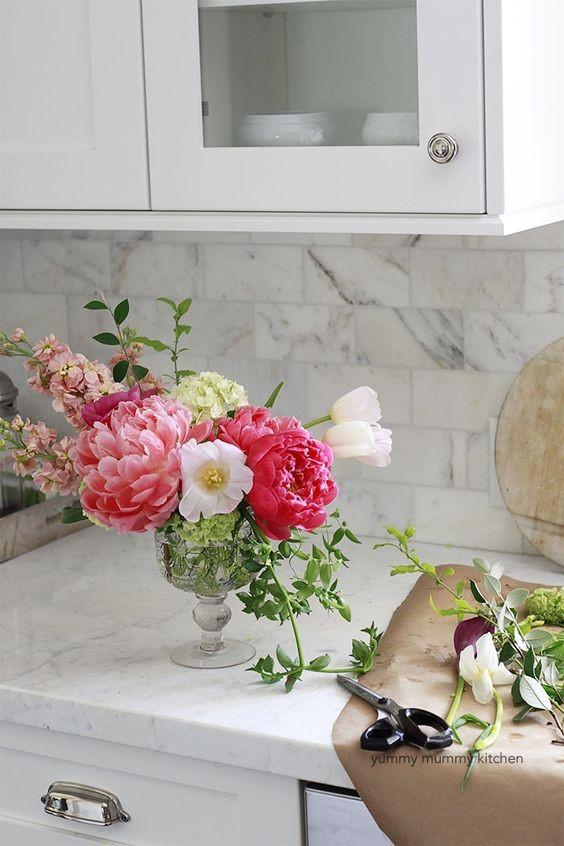 How to make flower arrangements via Yummy Mummy Kitchen
