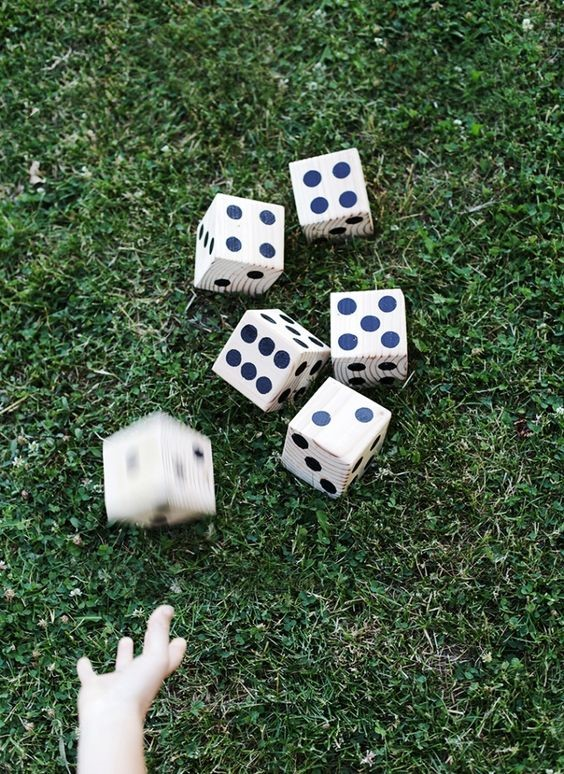 DIY lawn dice via The Merry Thought