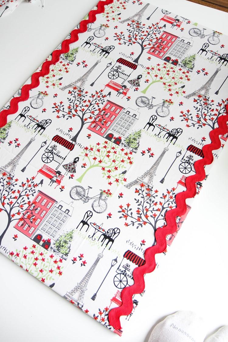 DIY Fabric Bulletin Board Tutorial from MomAdvice.com