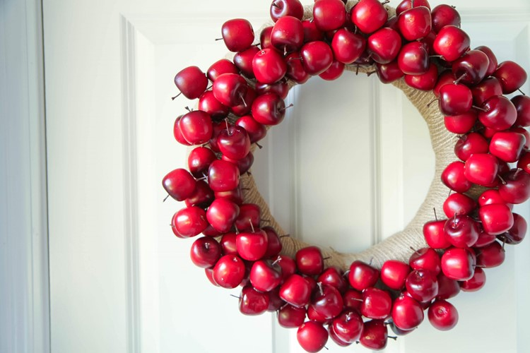 DIY Apple Wreath Tutorial from MomAdvice.com