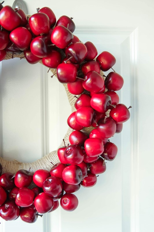 DIY Apple Wreath Tutorial for Fall
