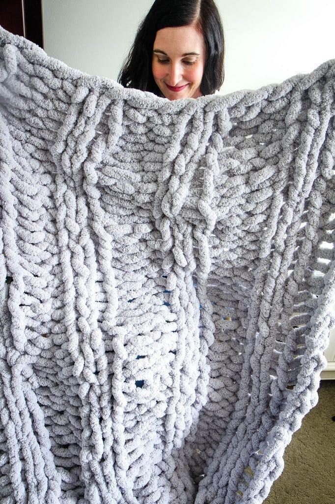 DIY Chunky Knit Blanket from MomAdvice.com